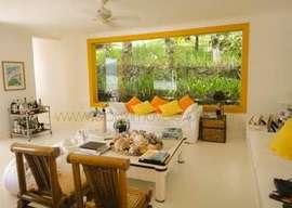Casa com projeto do arquiteto Claudio Bernardes em ilha de Angra dos Reis