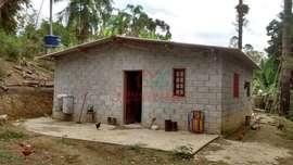 Chácara à venda em Juquitiba com casa simples