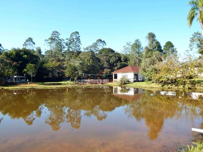 Vista do lago para casa de hospedes