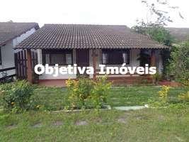 Casa linear em condomínio, 02 quartos, 01 vaga, mobiliada, à 500 metros da Praia do Peró - Cabo Frio