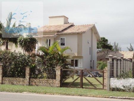 ALUGO ÓTIMA CASA 4 DORMITÓRIOS, PISCINA, CENTRO, 850M DA PRAIA