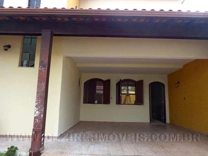 Garagem e entrada da casa