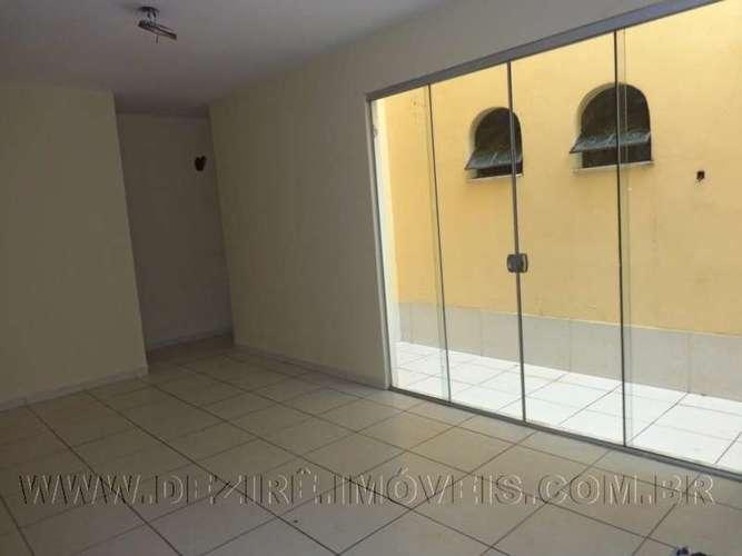 Sala com porta blindex