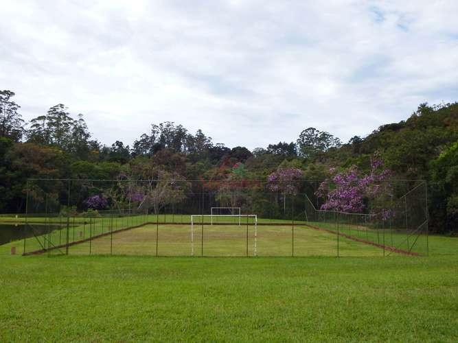 Campo de futebol cercada