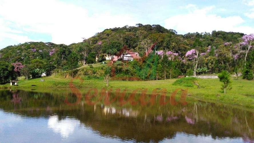 Vista da represa da casa sede