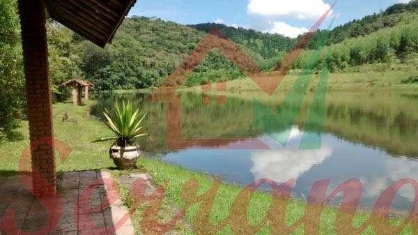 Vista para grande lago