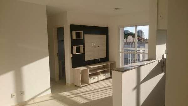 Apartamento 2 quartos na Glória com armários e sol nascente