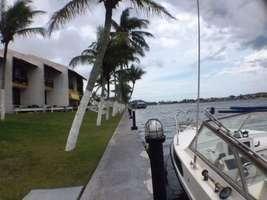 Casa Beira de Canal Navegável