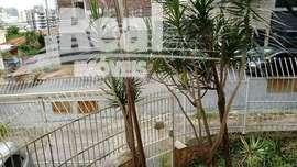 Casa comercial no Bairro Siciliano. Rua Aurélia próximo à Rua Heitor Penteado 320m². 6 vagas. Próximo ao metrô.