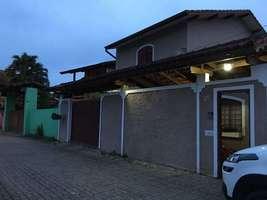 Excelente sobrado em São Lourenço dá financiamento bancário