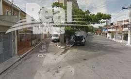 Sobrado em rua de vila. Rua tranquila no centro de São Paulo. 3 suítes, varanda e 2 vagas.