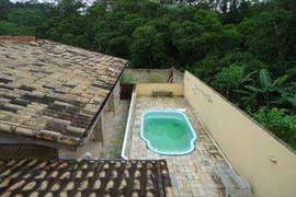 Sobrado residencial a venda em Juquitiba com piscina.