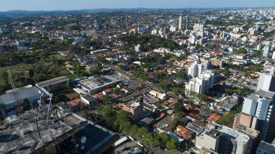Apartamentos e coberturas à Venda de 1 à 3 Suítes no Ed. Maison Champagnat em Curitiba