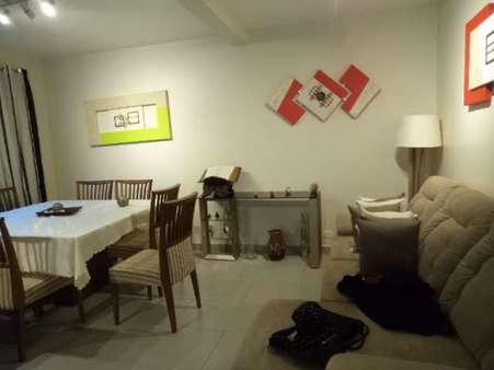 Sobrado em Condomínio à Venda 3 Quartos (1 Suíte) - Guaíra - Curitiba