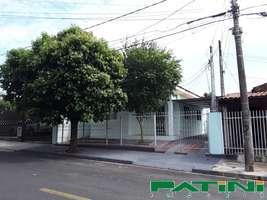 Casa 2 dormitórios 2 garagens terreno grande São Francisco