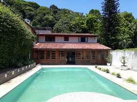 Excelente Casa com Piscina 4 Quartos (2 Suites) 10 Vagas na Castelanea RJ