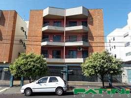 Apartamento amplo 1 dormitório 1 garagem escada Cidade Nova