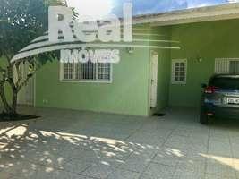 Casa de praia a venda em Suarão Itanhaém. 4 quartos, 4 vagas, ao lado da praia.