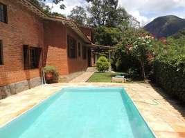 Excelente Casa 3 Quartos (1 Suíte) 4 Vagas Jardim Árvores Frutíferas Próximo a Itaipava RJ.