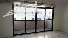 Apartamento amplo com 2 quartos para alugar no Bom Retiro. Prédio de esquina com comércio e serviços, a 3 quadras do Metrô.