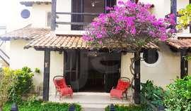 Casa duplex, 3 quartos, 2 vagas, a 170 metros da praia do Peró, Cabo Frio - RJ
