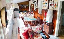 Casa independente com casa de caseiro, 04 quartos, 02 vagas, Braga - Cabo Frio - RJ